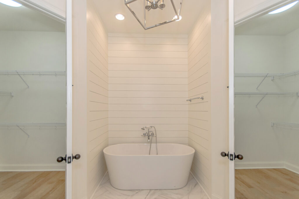 The Savannah B | Master Bath Tub